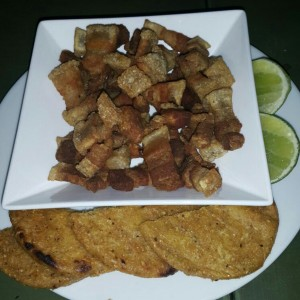 Chicharron con Arepa