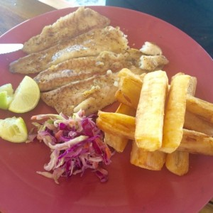 Filete de Corvina con yuca frita