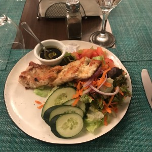 Filete de Corvina con ensalada Mixta