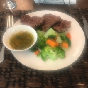 Filete de carne con vegetales