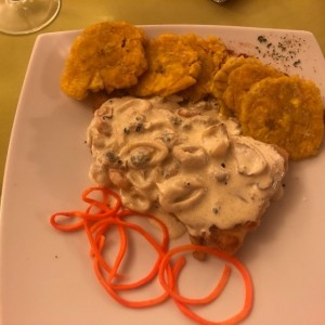 Filete de Corvina con Marisco en Crema