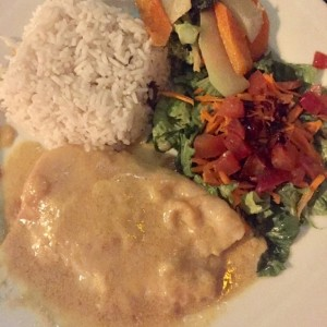 filete de pescado en salsa de coco y curry
