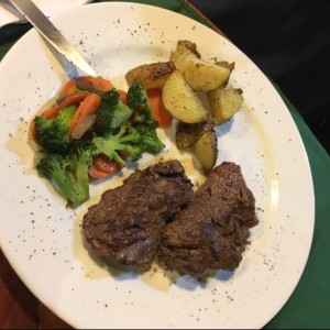 Filete de Res con Papa Salteada y Vegetales