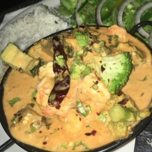 Red curry de camarones