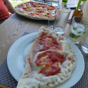 calzone y pizza hawaiana