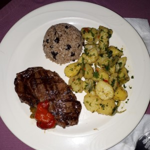 churrasco con papas salteadas y arroz