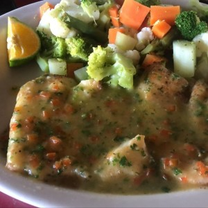 filete de pescado al ajillo con vegetales