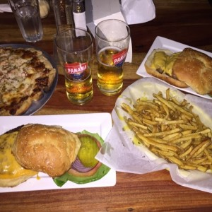 pizza bbq chicken y hamburguesas