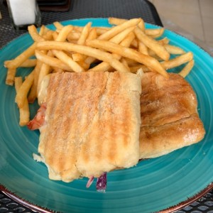 volcan sandwich with fries