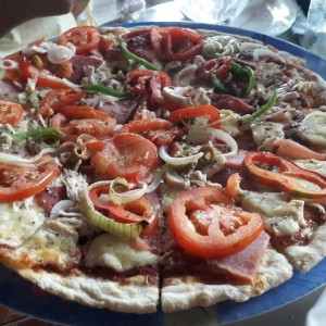 pizza familiar con todo