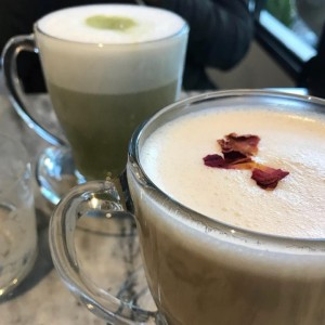 matcha & latte de chocolate blanco y rosas