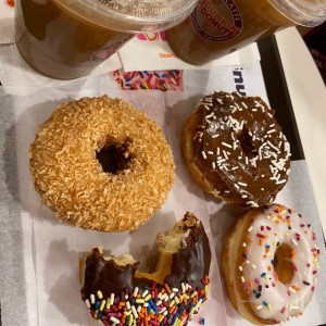 ice coffe y donas