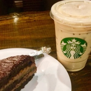 pastel de chocolate + ice latte