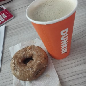 dona de blueberry y capuchino