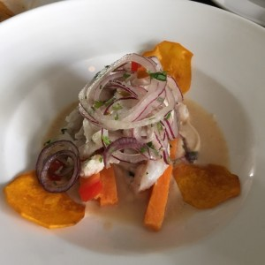 Ceviche de Corvina - curry rojo, coco y camote