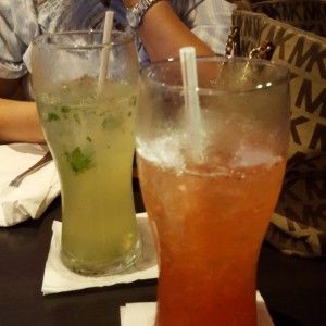 limonada con hierbabuena y strawberry fizz