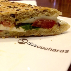 Sandwich Caprese - Pan Multigranos