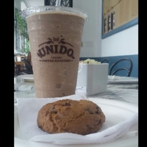 galleta chocolate chip y frappe de chocolate