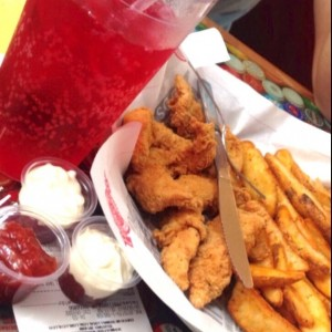 chicken fingers y papas wedge