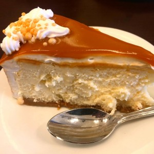 Cheese cake with dulce de leche topping