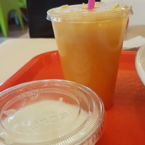 jugo de naranja y yogurth natural