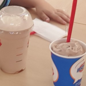 batido de chocolate y blizzard de chocolate extremo