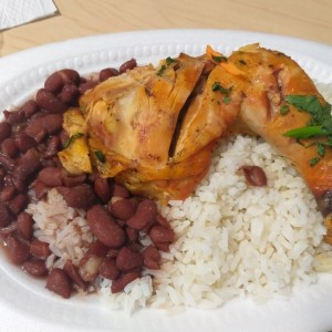 pollo con arroz y porotos