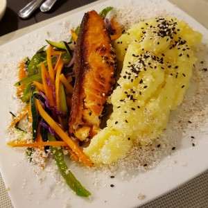 salmon con salsa curry