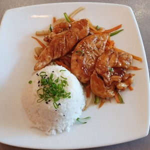 Pollo teriyaki con arroz y vegetales
