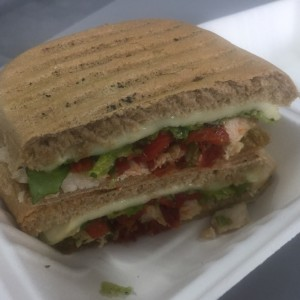 Panini Chicken Toscana en Pan Integral