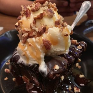 Brownie con helado. ?