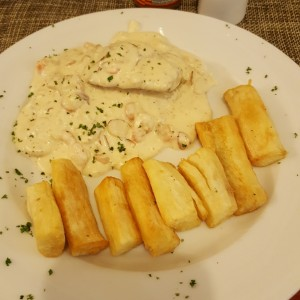 Filete de Corvina Albrook con yuca frita