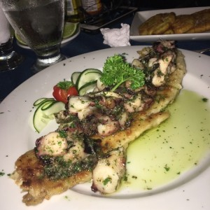 corvina con pulpo al ajillo