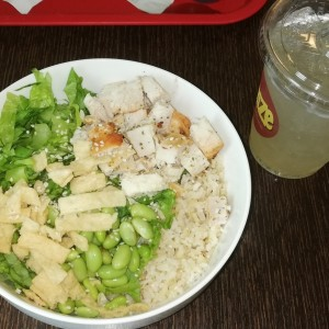 Teriyaki Bowl y limonada natural