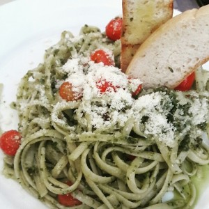 Linguini al pesto.