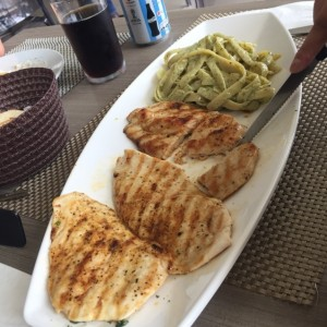 pollo al limon y tallarines al pesto