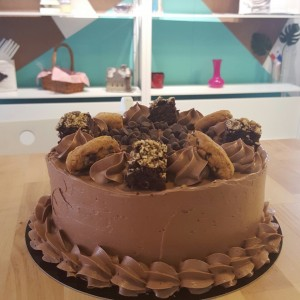 cake de chocolate con brownies y chocochip cookies