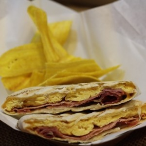 Wrap de Jamon, queso, huevo y bacon