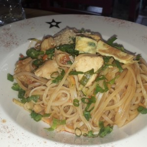 pad thai de pollo