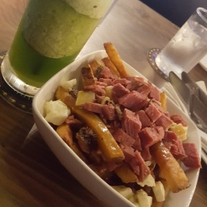 poutine - smoked meat