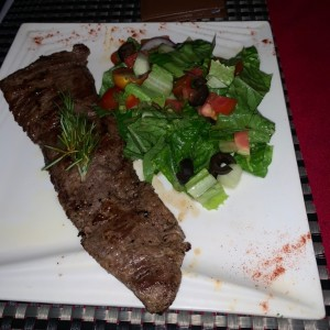 filete con ensalada