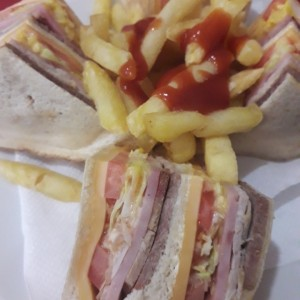 Club Sandwich y papad