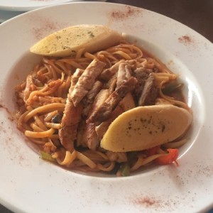 Linguini de pollo