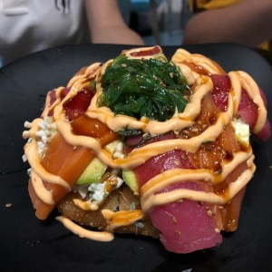 Sushi pizza atún