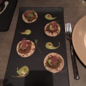 Taquitos de short rib estofado