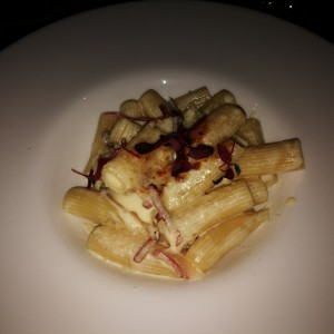 Mac & cheese trufado en rigatoni