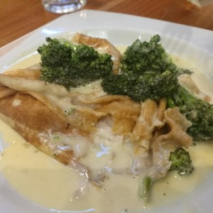 crepes con pollo y brocoli