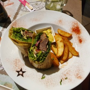 Wrap de Filete de Res con Salsa de Curry