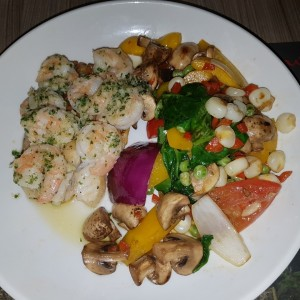 Filete de Corvina con Langostinos al Ajillo
