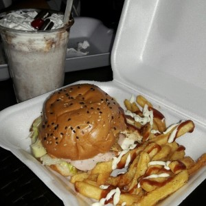 chicken burger y malteada de oreo